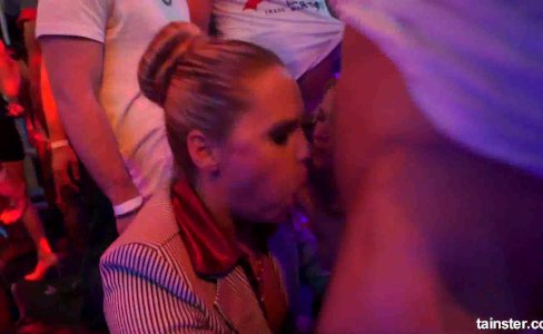 Glamour pornstars fucking in a club at party|40,003 views