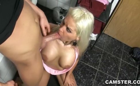 Blonde Camgirl Has Anal Sex in Bathroom|15,924 views