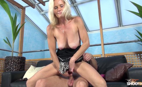 MILF Clarisa Strips And Fucks For An Audition|82,422 views
