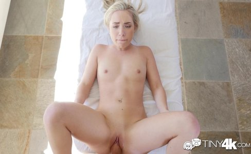 Tiny4K - Short blonde girl Amy Summers shake her wet ass|31,340 views