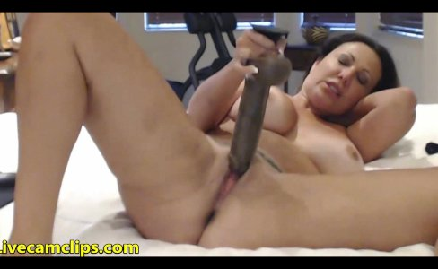 Hot milf going full spread eagle on webcam chat|811 views