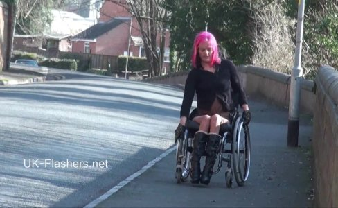 Exhibitionist wheelchair babe l kinkyandlonel|2,422 views
