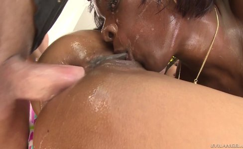 Ana Foxxx And Kira Noir Enjoyed Threesome|39,675 views
