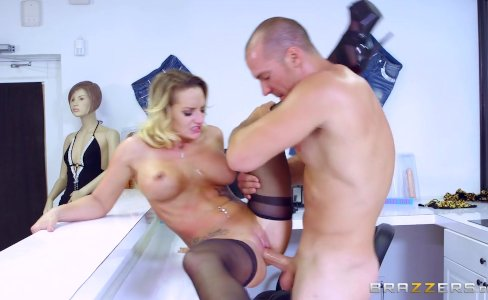Brazzers - Cali Carter is a bad girl |199,220 views