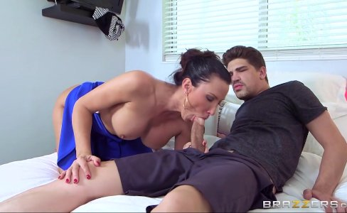 Brazzers - Milf Lezley Zen gets paid for sex|207,426 views