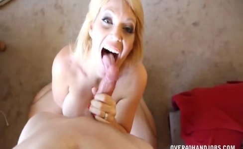 Sexy milf enjoys jerking|19,940 views
