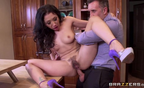 Brazzers - Cheating wife Vicki Chase loves anal|330,910 views