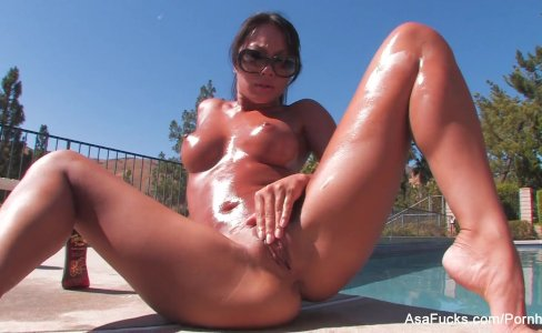 Asian babe Asa Akira plays with her pussy by the pool|36,601 views