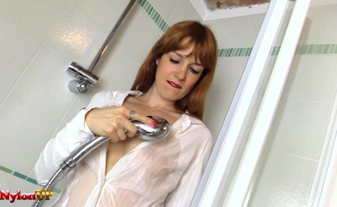 Redhead in Pantyhose masturbates in the shower|14,000 views