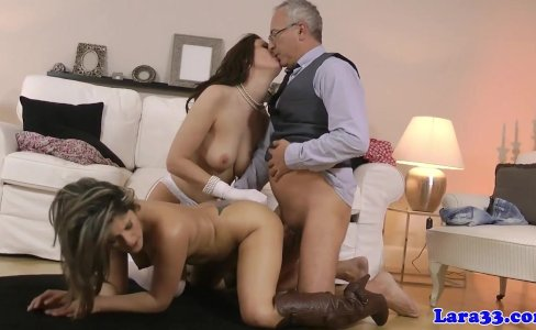 Classy mature enjoys threeway with hot babe|33,948 views