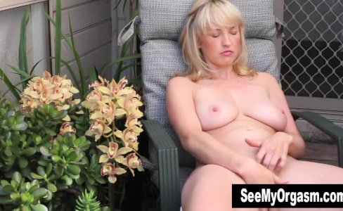 Blonde Anneka Masturbating Outdoors|859 views