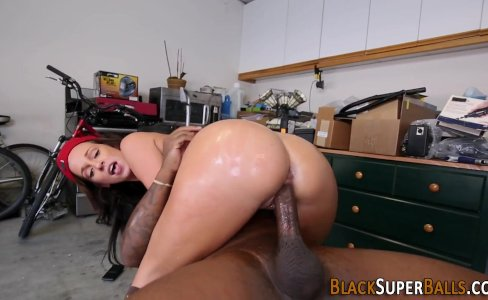 Slut rides bbc in garage|111 views