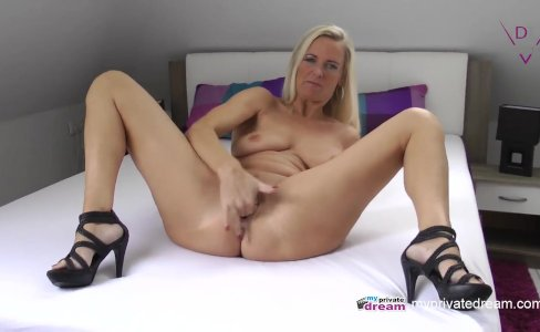 GERMAN MILF SQUIRTING AND JERK OFF INSTRUCTIO|138,385 views