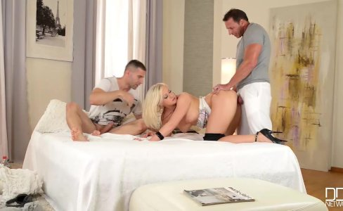 DDFNetwork - Vicktoria Redd Offers 3some|154,336 views