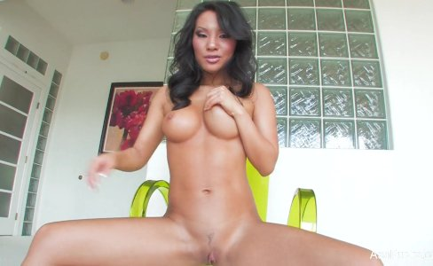 Asian hottie Asa Akira toys her tight pussy|12,755 views