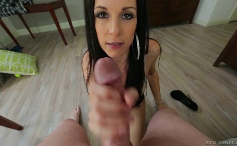 Leggy MILF India Summer|750 views
