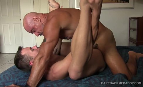 Daddy Pierce Barebacks Young Colby|17,477 views