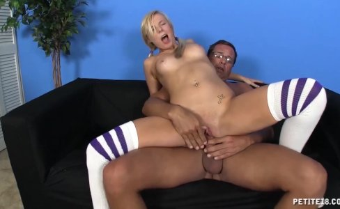 Sexy blonde wants to fuck|193 views