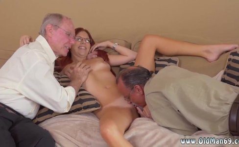 Girl sucking old mans cock and old men|1,303 views