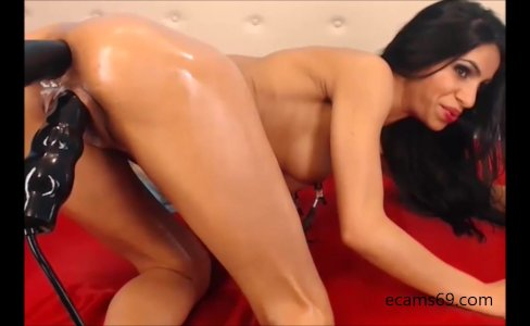 Brunette Camgirl plays with Huge Dildos|4,330 views