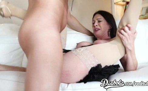 Rayveness prefers boring stockings|76,709 views