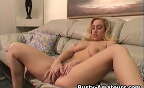 Busty amateur Cheri masturbates her pussy with toy|6,311 views