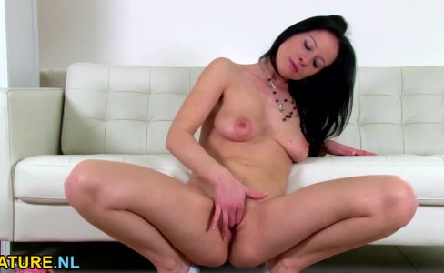 Hot brunette MILF toying herself|9,689 views