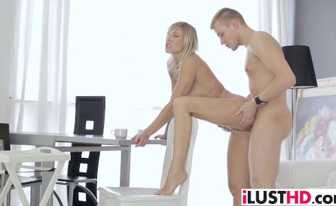 Busty blonde babe Luna gets fucked|66 views
