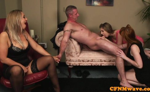 CFNM wife aroused while hubby gets cocksucked|36,786 views