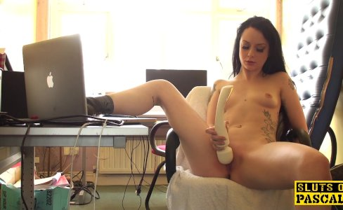 Clitrubbing uk slut playing with vibrator|6,905 views