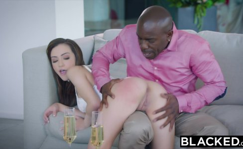 BLACKED Young intern begins a hot arrangement with a sugar daddy|58,626 views