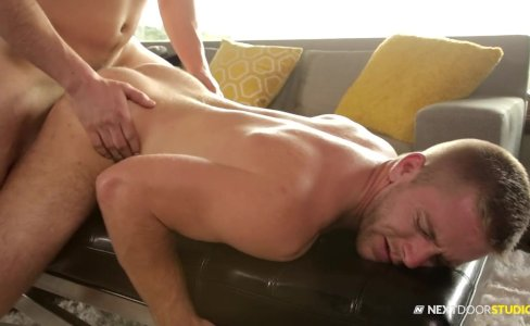 NextDoorBuddies Squatter Caught By Hot Hunk|20,589 views