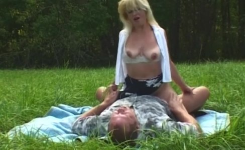 MILF Blonde Picked-Up And Fucked In Open Field|456 views
