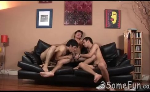 Twink threesome gangbang gets into full swing|3,972 views