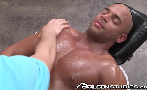 FalconStudios Sean Zevran Gets a Hot Massage|22,820 views