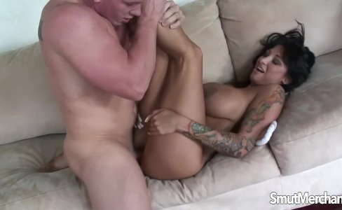 Super hot brunette gets her hairy pussy fucked|435 views