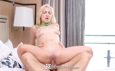 PASSION-HD Tiny Jade Amber fucks online hunk in vegas for st patricks day|1,100 views