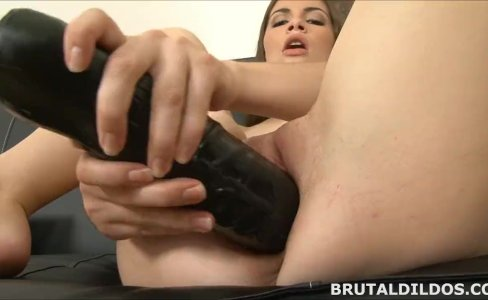 Amateur brunette Ennie moans and fucks a big black dildo|144 views