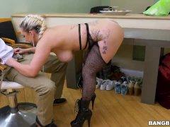 Nina Kayy Trains Her Asshole