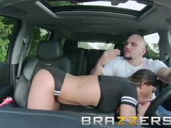 Brazzers - Jaye Summers needs a lift and a big cock