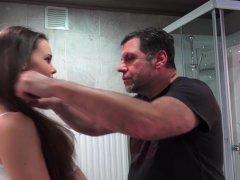 Jong meisje haar kont wordt gepenetreerd | Sex film met Vaginale seks