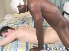 White guy screams as he is gets his first bbc