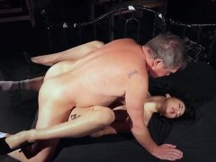 Old plumber gets down with his client babe