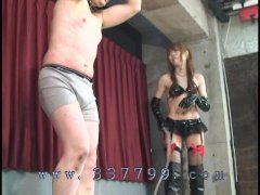 Japanese mistress hit slaves with a hard whip