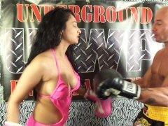 UIWP Entertainment Belly Punching Match Man v