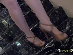 Meisjes zijn lekker nat elkaars schaamlipjes en klitje aan het likken - gratis sex film over Vaginale masturbatie sex.