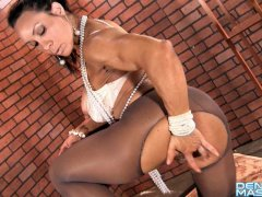 Denise Masino - Denise rips through pantyhose - Female Bodybuilder