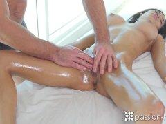 Sexuálna masáž obdarenej kočky