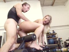 Brazzers - Cali Carter gets fucked at the gym