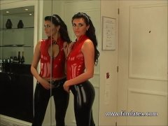 High heels latex babe Alicias sexy tight fet